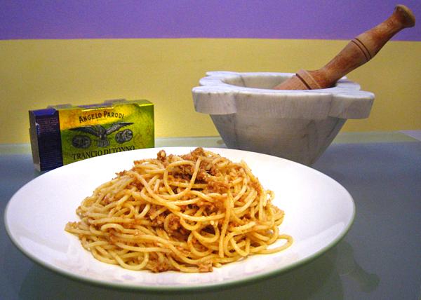 Spaghetti con salsa di bottarga e trancio di tonno Angelo Parodi di Mr. Floyd
