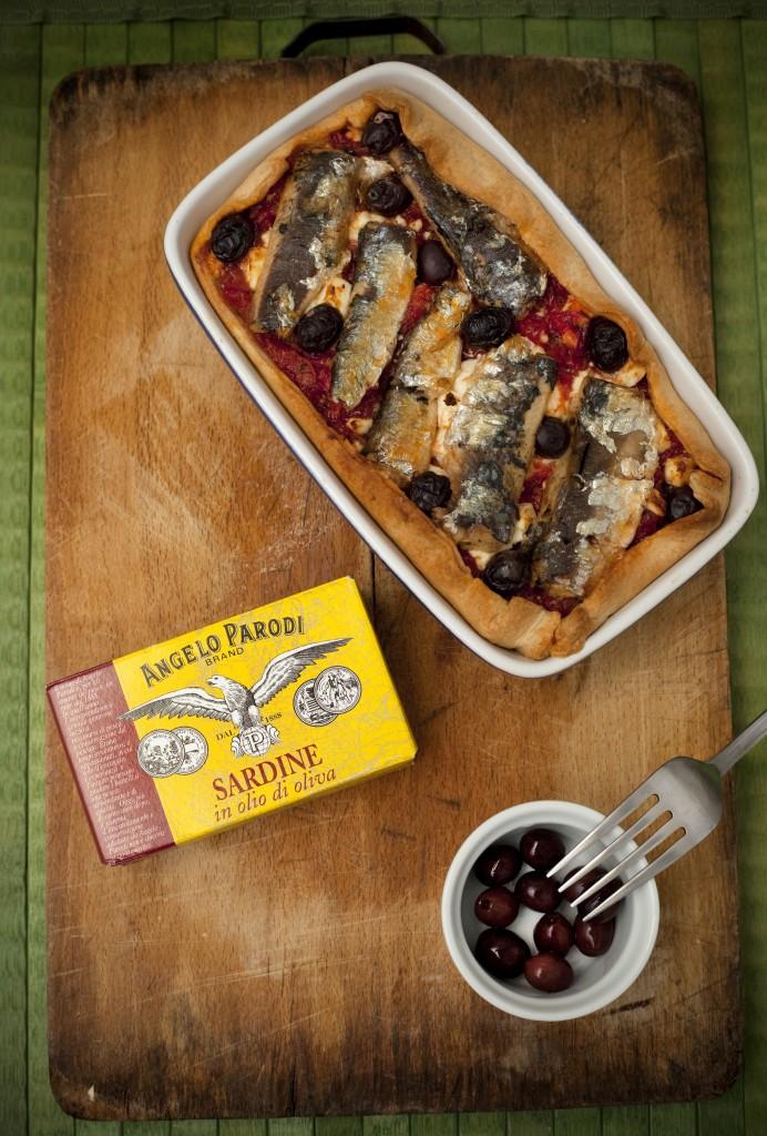 Food blogger del mese: torta salata con pomodoro, olive nere, feta e sardine by Sonia