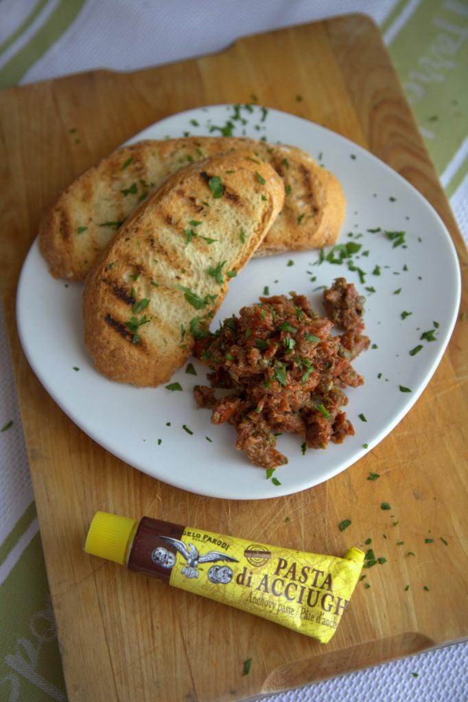 Crostino di pomodori secchi e pasta d'acciughe by Chiara