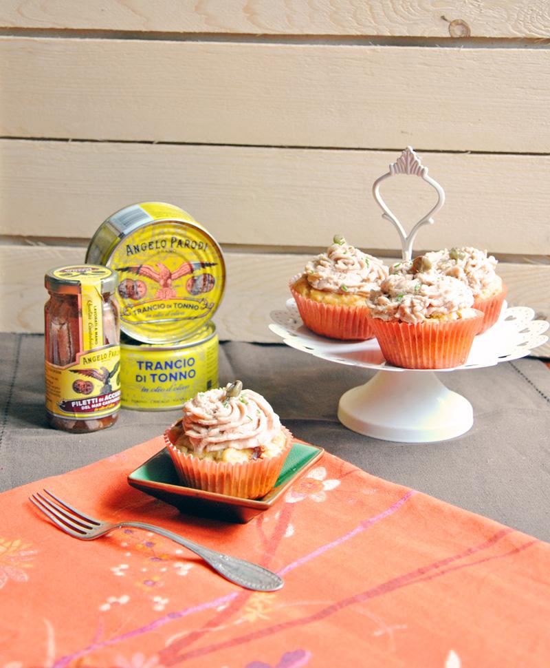 Cupcakes ai pomodori secchi e olive con top di mousse al tonno di Sabrina