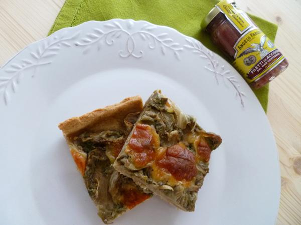 Torta salata con scarola, acciughe e scamorza affumicata