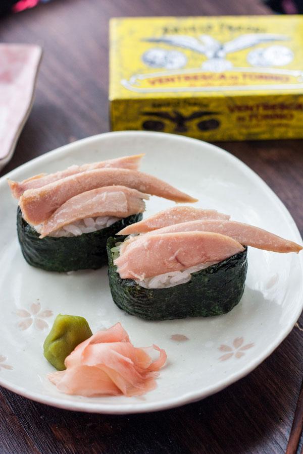 Gunkan con ventresca di tonno (sushi)