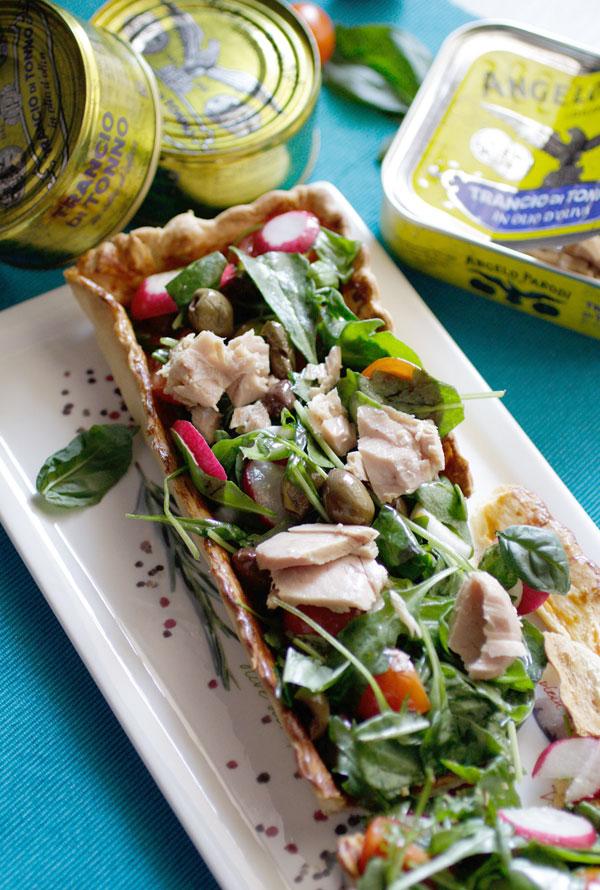 Crostata di pasta sfoglia con insalata di tonno