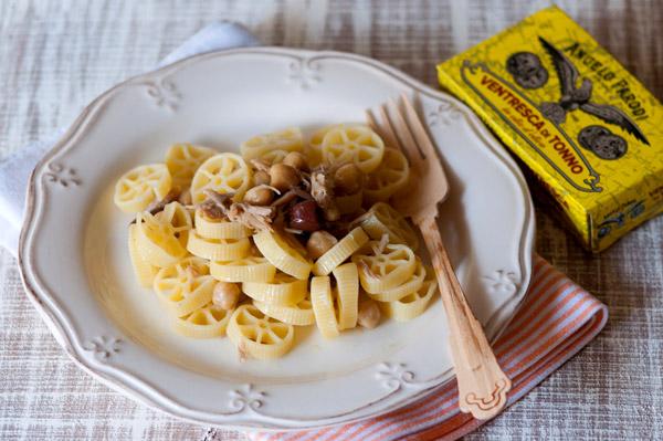 Ruote con ceci, olive e ventresca di tonno di Marta