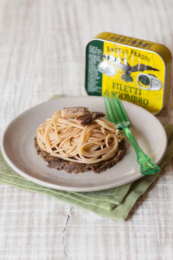 Spaghetti di kamut con crema di melanzane e filetti di sgombro