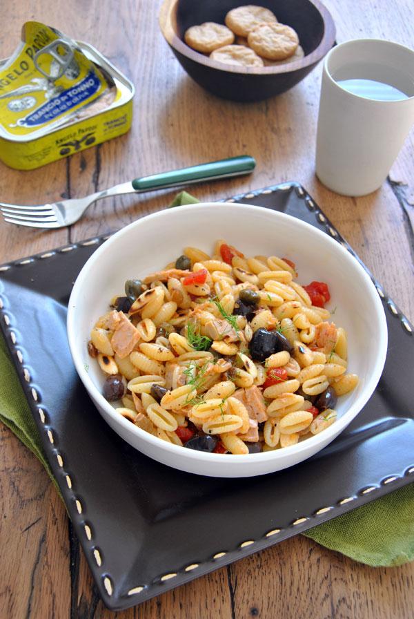 Gnocchetti sardi con ragù di tonno, capperi, olive e frutta secca di Sabrina