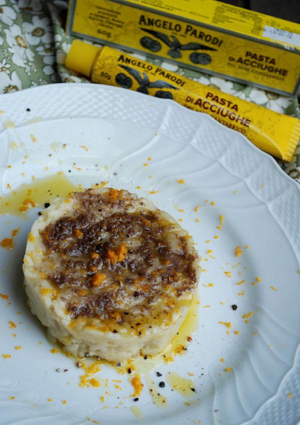 Risotto al burro salato con pasta di acciughe e scorza di arancia di Claudia